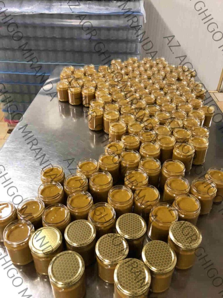 l'invasettamento del miele