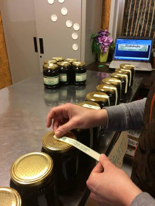 etichettatura manuale del miele